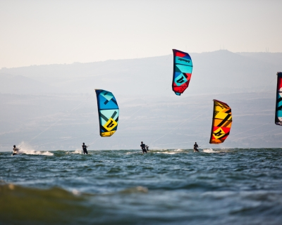New Generation Blade kites in the Sea of Galillee/ Efrat Sa'ar